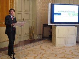 Fernández Mañueco presenta el nuevo registro electrónico