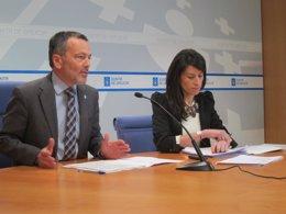 El conselleiro de Medio Ambiente, A.Hernández, y la directora de la APLU