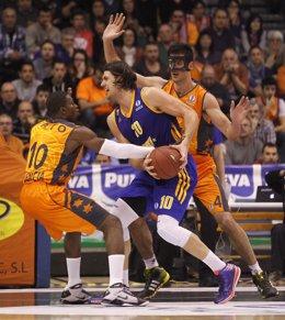 Sato y Triguero en el Valencia Basket - Khimki