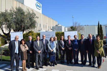 Diputados visitan la planta de producción de Roche en Leganés (Madrid)