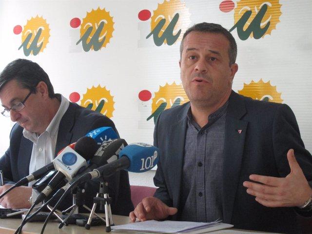 José antonio Castro en rueda de prensa junto con Centella Izquierda Plural IU
