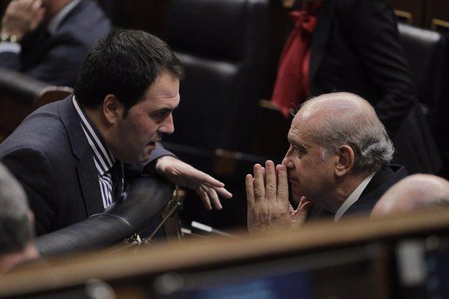 Jon Iñarritu, de Amaiur, hablando con Jorge Fernández Díaz