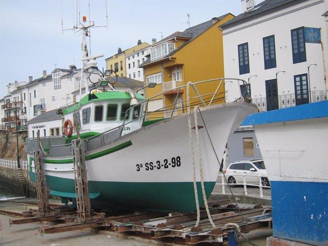 Barco de pesca en Tapia (Asturias)