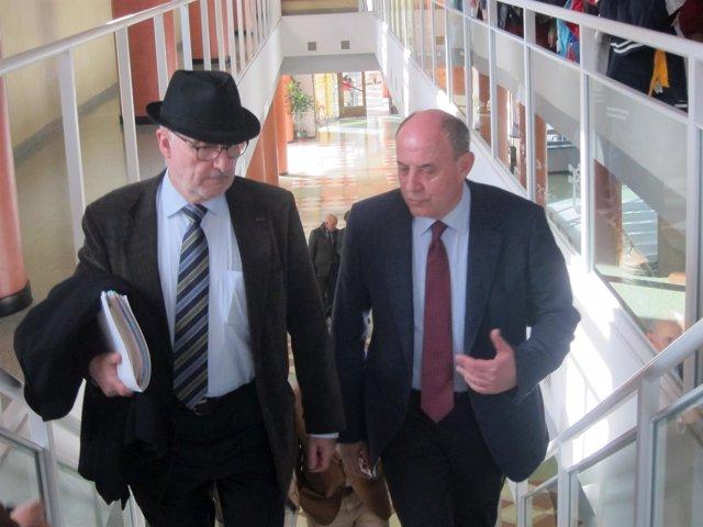 Ribó i Massó (i), a su llegada a las jornadas sobre defensores de la UJA.