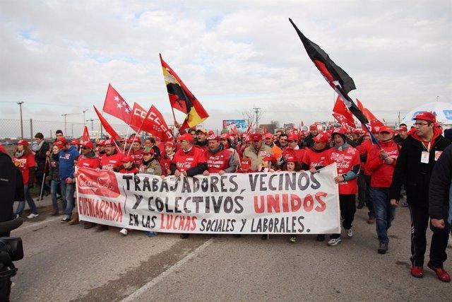 Manifestación de trabajadores de Coca-Cola en Fuenlabrada