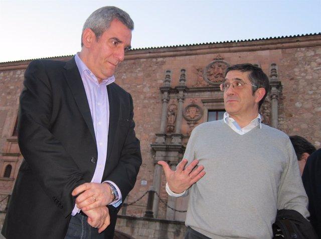 El secretario general del PSCyL, Julio Villarrubia, junto a Patxi López