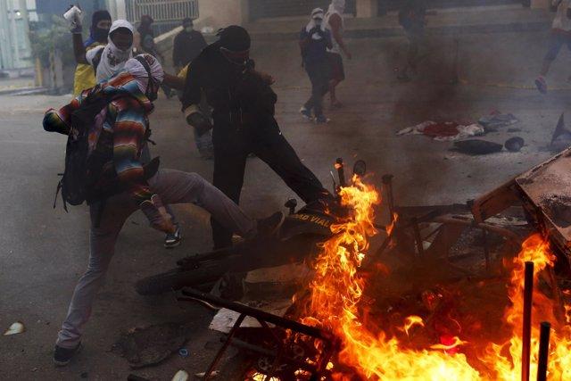 Protestas y barricadas en venezuela