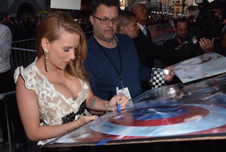 Scarlett Johansson en la premiere de Capitán América