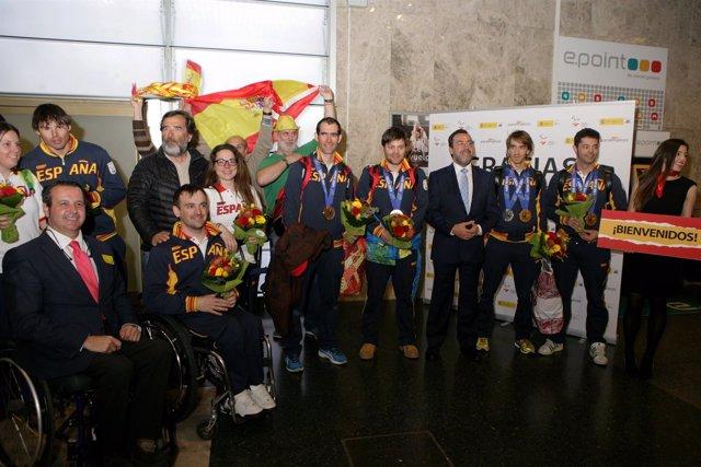 Carballeda, con los deportistas paralímpicos de Sochi