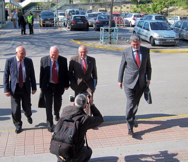 Moratinos, segundo por la izquierda, a su llegada a la Universidad de Jaén