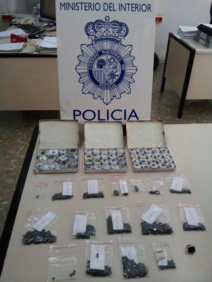 Detienen a tres personas por su implicación en la venta por 600 euros de un falso diamante negro