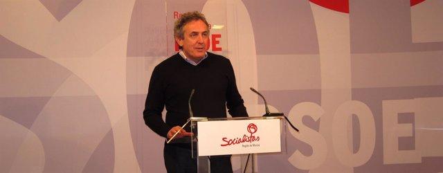 Oñate en rueda de prensa en la sede del PSOE
