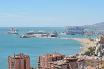 El puerto de Málaga prevé 420.000 cruceristas en 2014, un 6% más, y promoverá rutas hacia el Atlántico