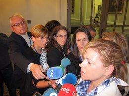 Elena Valenciano atiende en el Ayuntamiento de Valencia antes de la 'mascletà'