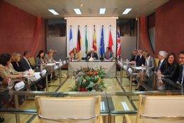 Luciano Alonso firma convenios con instituciones internacionales