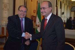 El presidente de la Cámara de Comercio, Pérez Casero, y el alcalde De la Torre
