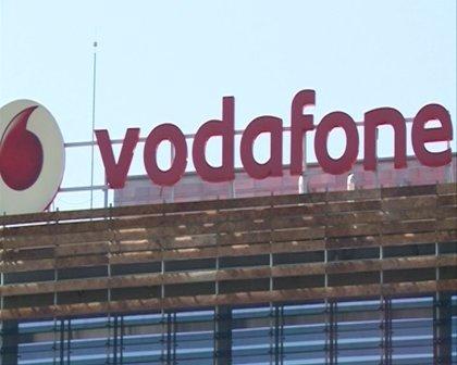 Economía.- Moody's baja la perspectiva de Vodafone tras comprar Ono y estudia elevar el rating de la firma española