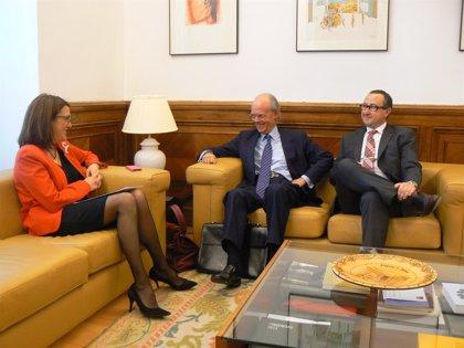 El PSOE se reúne con Buqueras y se compromete a seguir presentando más iniciativas de conciliación en el Congreso