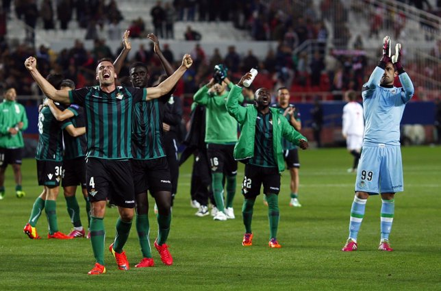 El Betis supera al Sevilla en Europa League