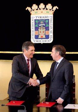 Oliván y Beamonte han firmado este miércoles el acuerdo en Tarazona
