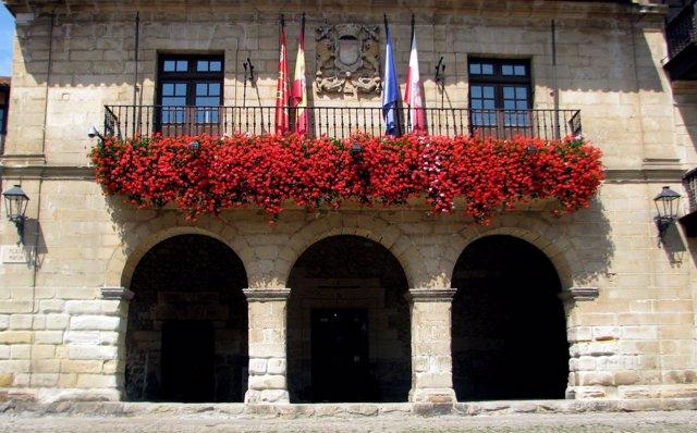 Fachada del Ayuntamiento de Santillana del Mar