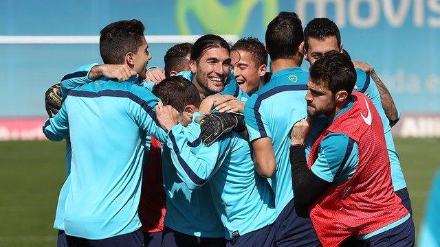 Barcelona entrenamiento Pinto Afellay Montoya Bartra