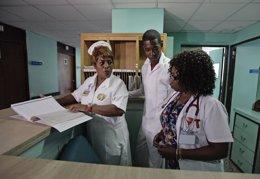 Profesionales de la salud cubanos, en un hospital de La Habana.