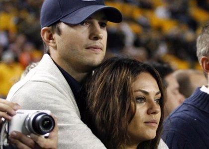 Mila Kunis y Ashton Kutcher comprometidos y... embarazados