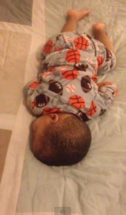A este bebé sólo se le puede despertar con Bruno Mars un lunes
