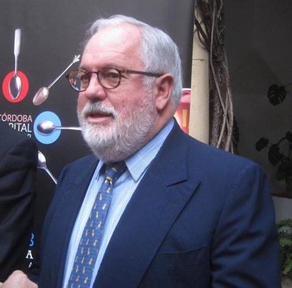 """Arias Cañete culpa al """"descontrol"""" del anterior Gobierno de los problemas con cuota de caballa"""