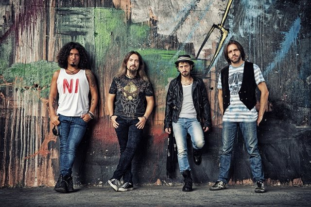 La Fuga, foto promocional del disco 'Más de cien amaneceres'