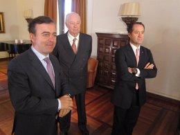 Francisco Botas, el primero por la izquierda, con Javier Etcheverría y Escotet