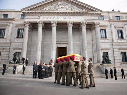 El expresidente será despedido mañana con honores militares en un cortejo ampliado hasta Cibeles