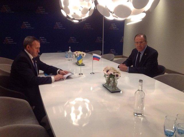 Reunión de los ministros de Exteriores de Rusia y Ucrania en La Haya