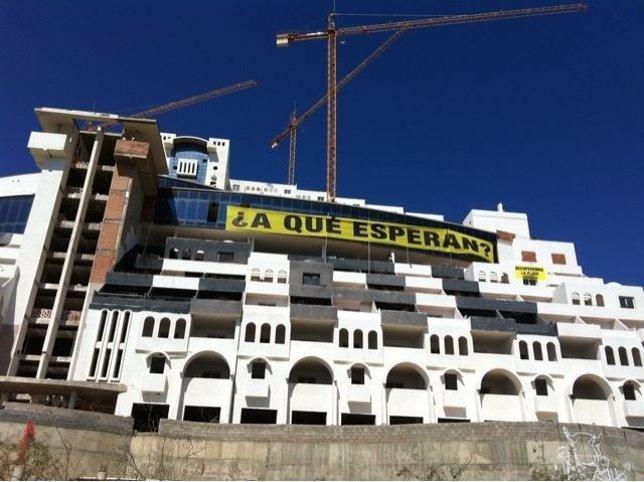 Greenpeace Monta Una Oficina En El Hotel El Algarrobico De Carboneras (Almería)