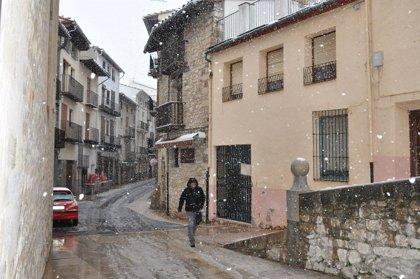 La nieve vuelve a Morella (Castellón) al inicio de la primavera