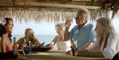 Elvis, Lennon, Marilyn, Cobain, Tupac y Bruce Lee resucitan para anunciar cerveza