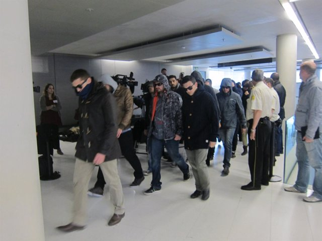 Mossos imputados acuden a declarar arropados por colegas