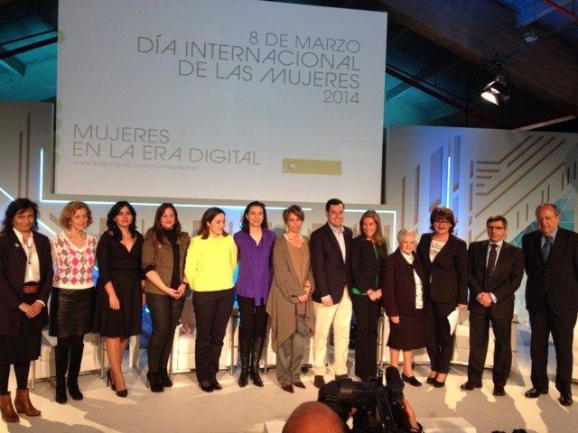 2014 03 27 La Dra. García Estévez, En El Centro, Junto A La Ministra De Sanidad,