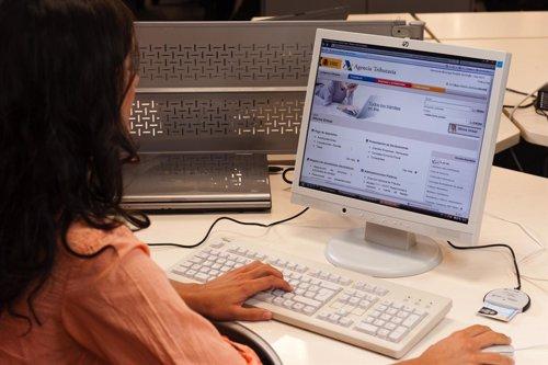 Los Usuarios Precisarán De Un Lector De DNI Electrónico E Internet Para Su Uso.