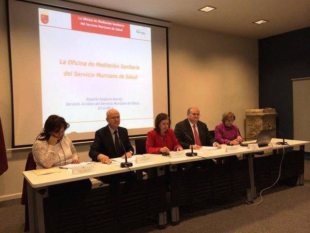 Palacios participa en el encuentro entre juristas y sanitarios