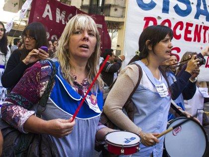 Los profesores reanudarán las clases el lunes en Argentina