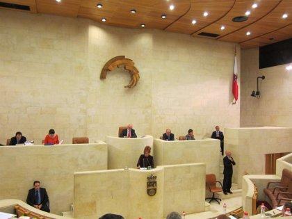 El Parlamento celebra este lunes dos Plenos