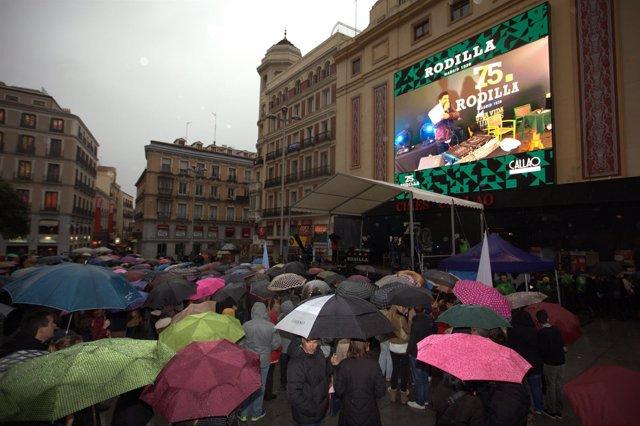 NP 2.500 Personas Celebran Con Rodilla Su 75 Cumpleaños En La Plaza De Callao