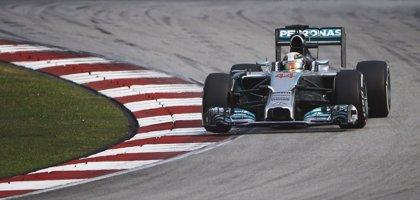 Hamilton vence en Malasia y Alonso acaba cuarto