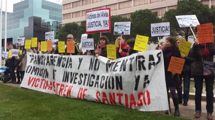 Víctimas del Alvia protestan contra la presencia de Blanco en las listas del PSOE a las europeas
