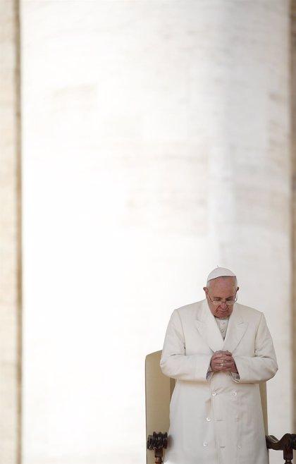 El Papa Francisco saluda a los fieles llegados a Roma desde Valladolid y Ponferrada (León)