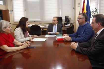 La alcaldesa pide apoyo para rehabilitar el Centro Santiago Galas