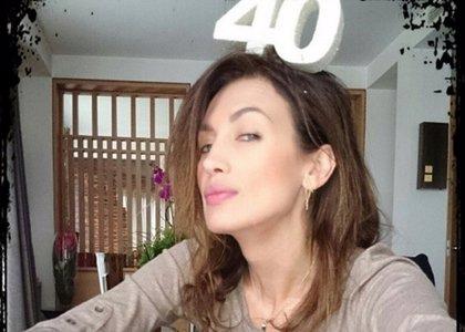 Nieves Álvarez festeja su 40 cumpleaños con el desfile de múltiples rostros conocidos