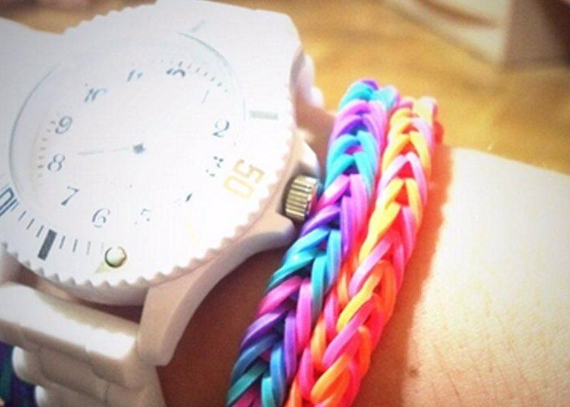 690ed23e84bb La nueva moda que crea furor  las pulseras de goma